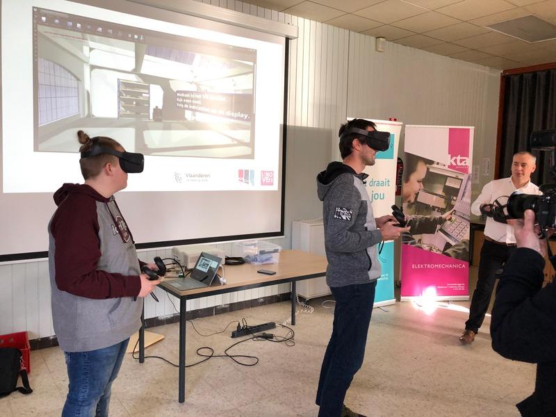 Leerkrachten op de schoolbanken met VR